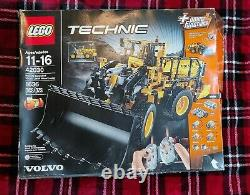 LEGO Technic VOLVO L350F Wheel Loader (42030), small part has been built