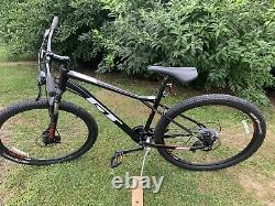 Gt Aggressor Pro Mountain Bike Petit 27.5/650b Pneus/disque De Roue Nos